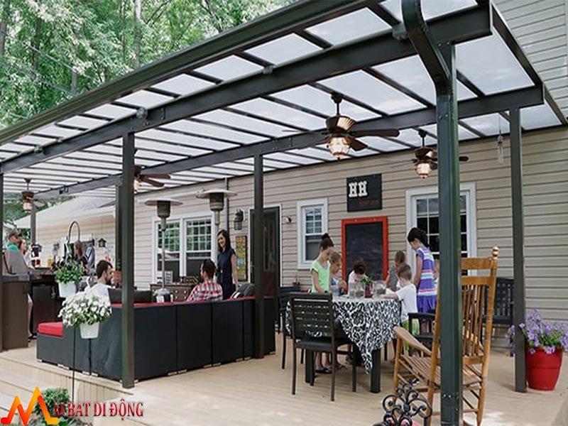 mái che quán cafe bằng kính cường lực