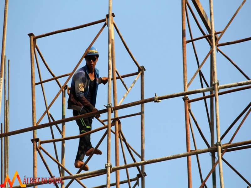 Thợ thi công không có bào hiểm lao động